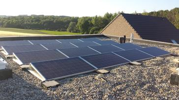 16 PV panelen op plat dak