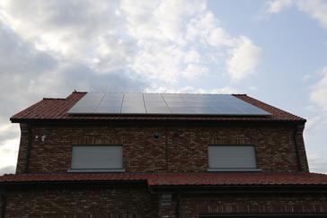 PV-installatie te Riemst met AXITEC panelen en SMA omvormer.