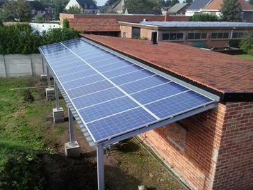 Overdekt terras met zonnepanelen