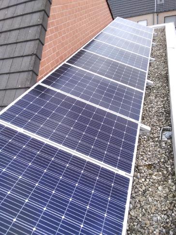 9 panelen AXITEC 300 WP met Solar Edge te Hasselt