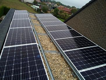 14 panelen AXITEC 300 WP met Solar Edge te Hasselt