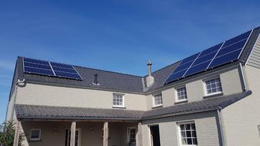 15 panelen AXITEC 275 WP met Solar Edge te Bekkevoort
