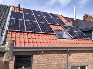16 panelen AXITEC 300 WP met Solar Edge te Hasselt