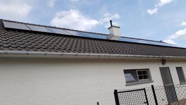 16 panelen AXITEC 300 WP te Diepenbeek