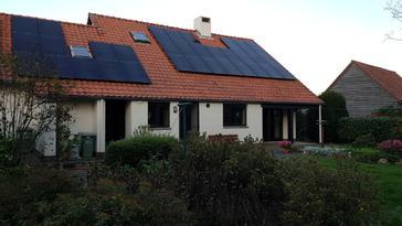 33 panelen AXITEC 300 WP met Solar Edge te Bree