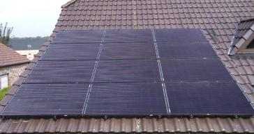18 panelen AXITEC 300 WP Oost-West met Solar Edge te Lommel