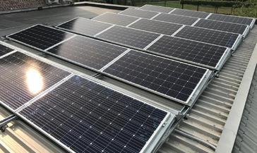 18 panelen AXITEC 300 WP met Solar Edge te Hoeselt
