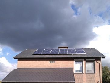 24 panelen AXITEC 275 WP Oost-West met Solar Edge te Hasselt
