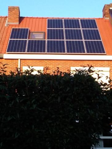 12 panelen AXITEC 270 WP te Hasselt