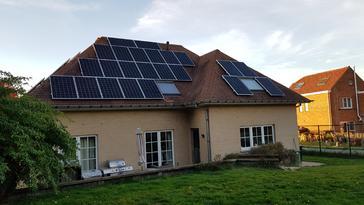 42 panelen AXITEC 300 WP met Solar Edge te Leefdaal