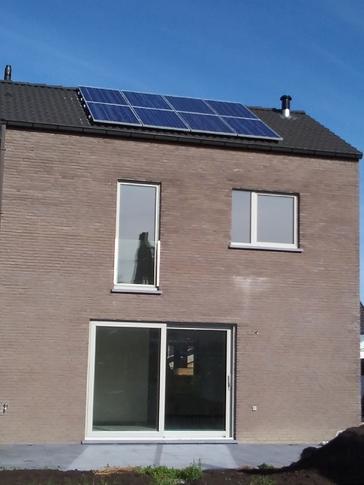 8 panelen AXITEC 270 WP te Oudenburg