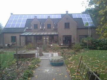 28 panelen 250 Wp met Solar-Edge