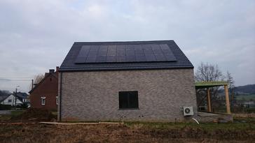 7.800 Wp aan zonnepanelen.