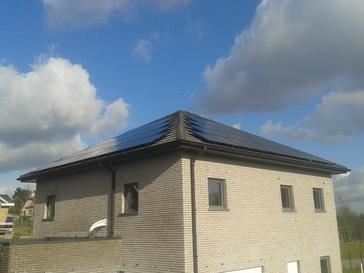 28 panelen AXITEC full Black te Gellik - Limburg