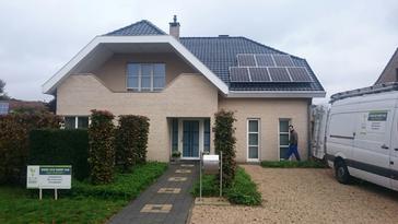 21 panelen AXITEC 280 Wp te Neerpelt