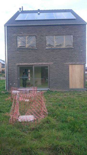 12 panelen AXITEC 250 Wp te Kruishoutem