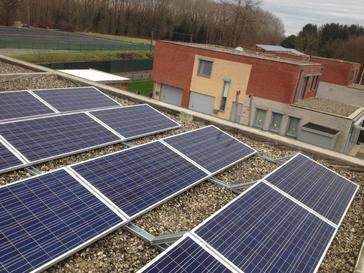 12 zonnepanelen AXITEC 260 Wp te Beverst