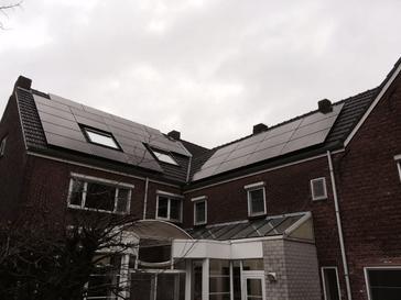 33 panelen AXITEC 270 Wp full black met SolarEdge te Hechtel